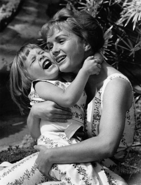 Carrie Fisher, Debbie Reynolds, parenting, RIP, mother and daughter